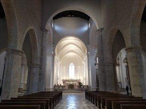 Guida Turistica a L'Aquila, Interno Basilica di Collemaggio