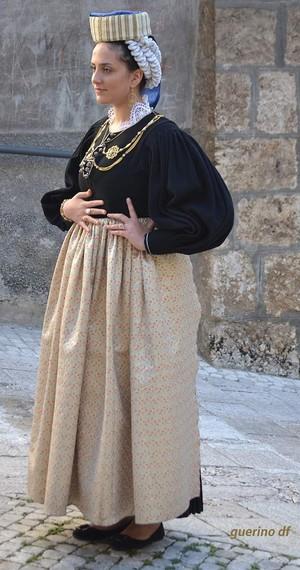 Guida Turistica Scanno Costume Muliebre